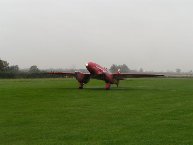 The Comet taxiing on the 20th October 2004.