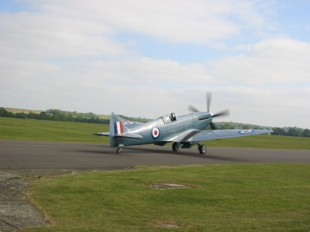 PS915 taxiing at Duxford in 2007.