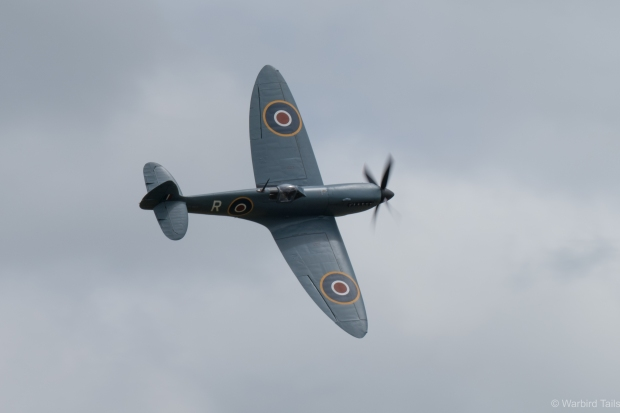 Peter Teichman put on a thrilling display in his Spitfire Mk XI
