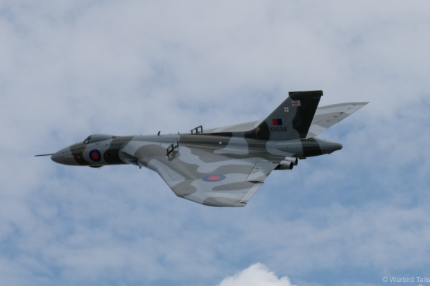 XH558 turning on its fantastic opening pass.