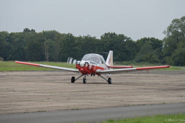Rod Dean taxiing in the Bulldog.